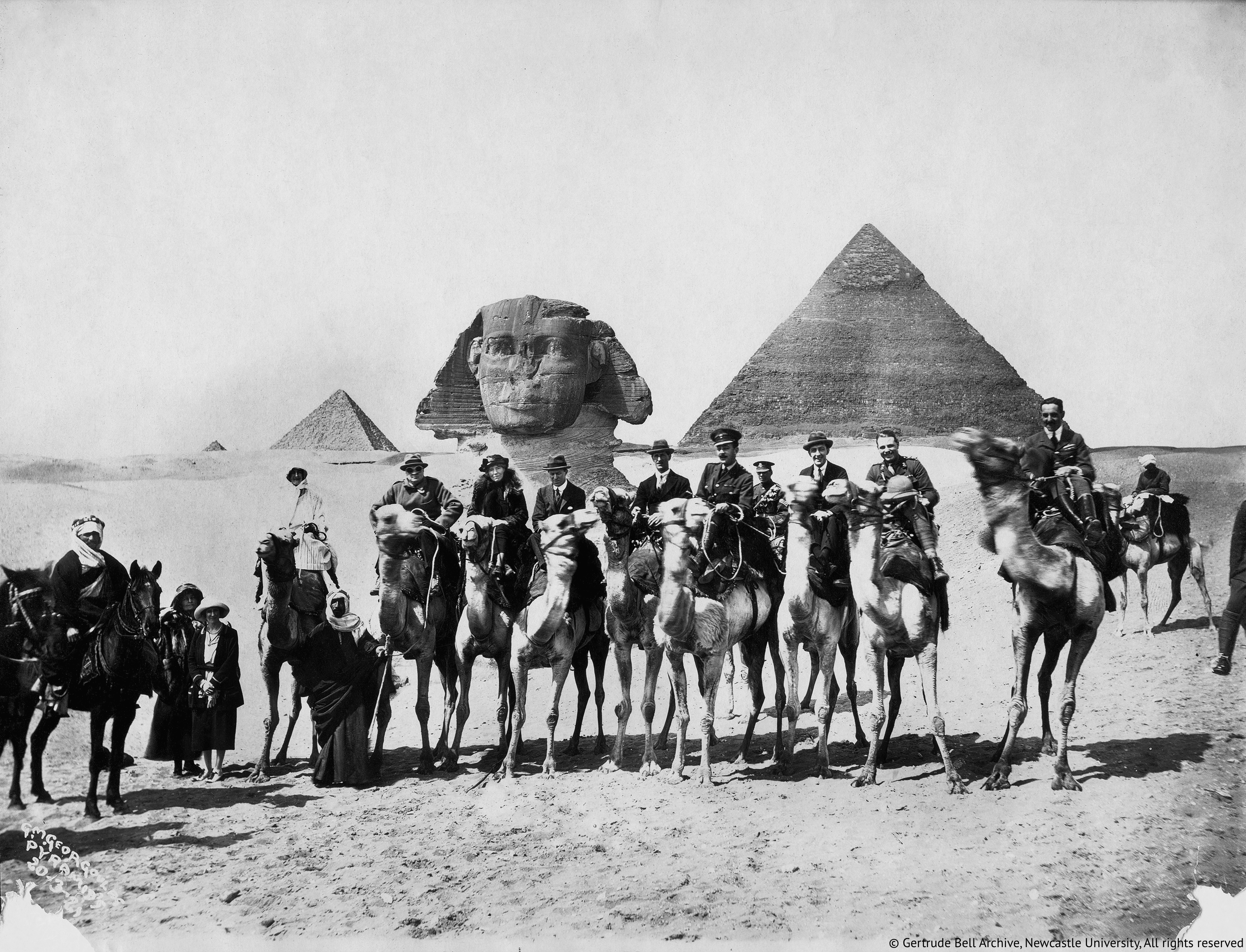 Gertrude-Bell-seated-between-Winston-Churchill-and-T.E.Lawrence-Cairo-Conference-1921-02